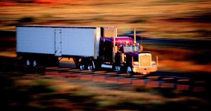 Escuela para conductores de camiones en Florida. Manejar camiones con acoplado para vivir es una profesión que debería seguir expandiéndose. El Bureau of Labor Statistics informa que la profesión de conductores de camiones con acoplados de carga pesada está esperada que crezca en un 13 por ciento entre el 2008 y en 2018. Los conductores de camiones tienen trabajos críticos de transporte de ...