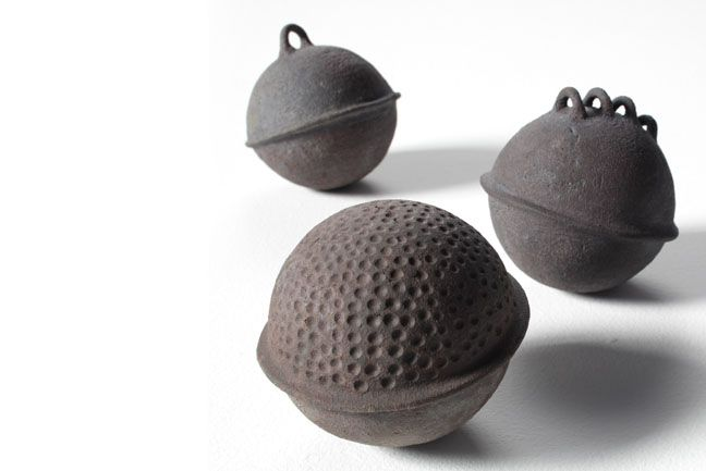 Virginie Besengez: Floats (stoneware) • Ceramics Now - Contemporary ceramics magazine