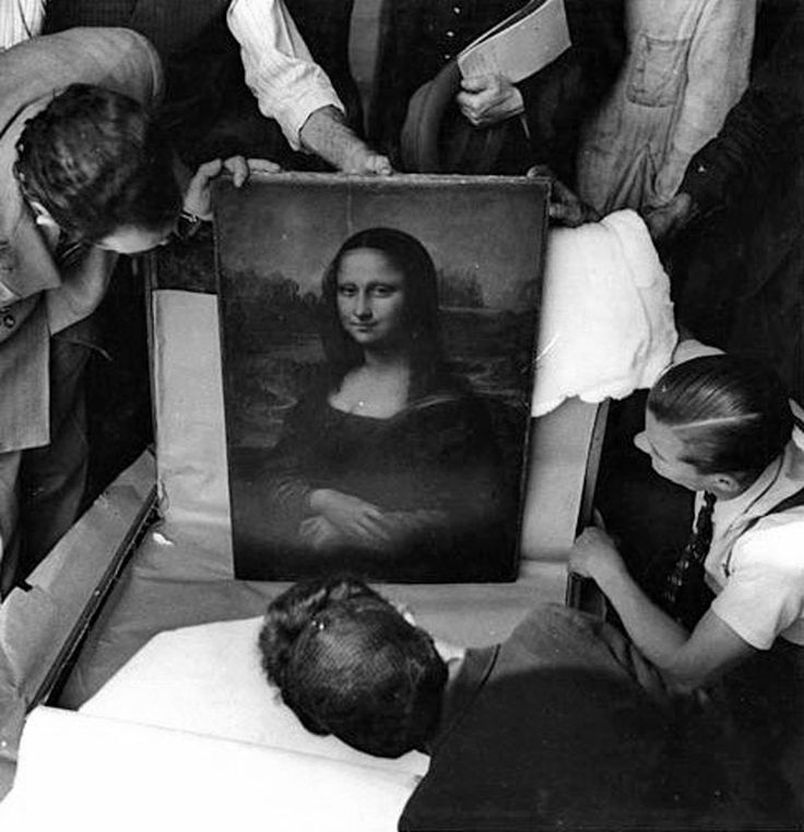 Opening the Mona Lisa at the End of World War II, 1945