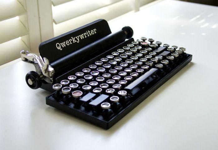 Retro-Themed Mechanical Keyboard Qwerkywriter