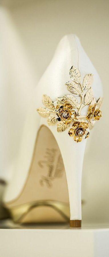 street style Hariett Wilde gold rose @wachabuy