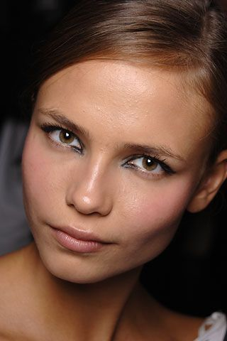 When it comes to high cheekbones vs low cheekbones there are some people that insist that people with high cheekbones are more attractive. Most people realize that beauty is subjective and what one…