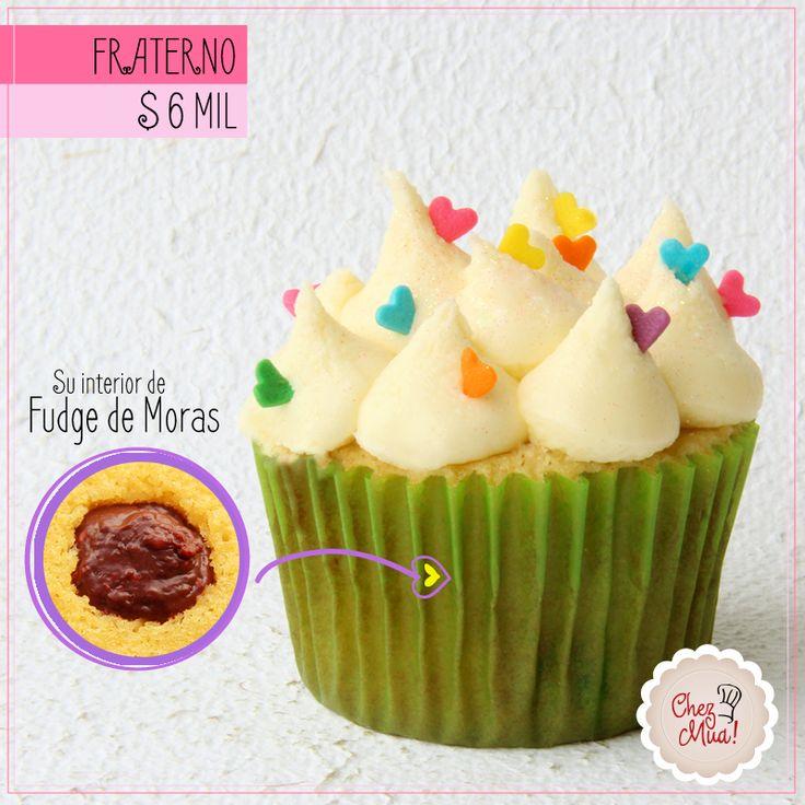 Lo que importa es lo de adentro... y este cupcake fraterno trae un delicioso corazón de Fudge de Moras que no es otra cosa más que el elixir de la bondad interior.  Haz tu pedido en www.chezmua.com