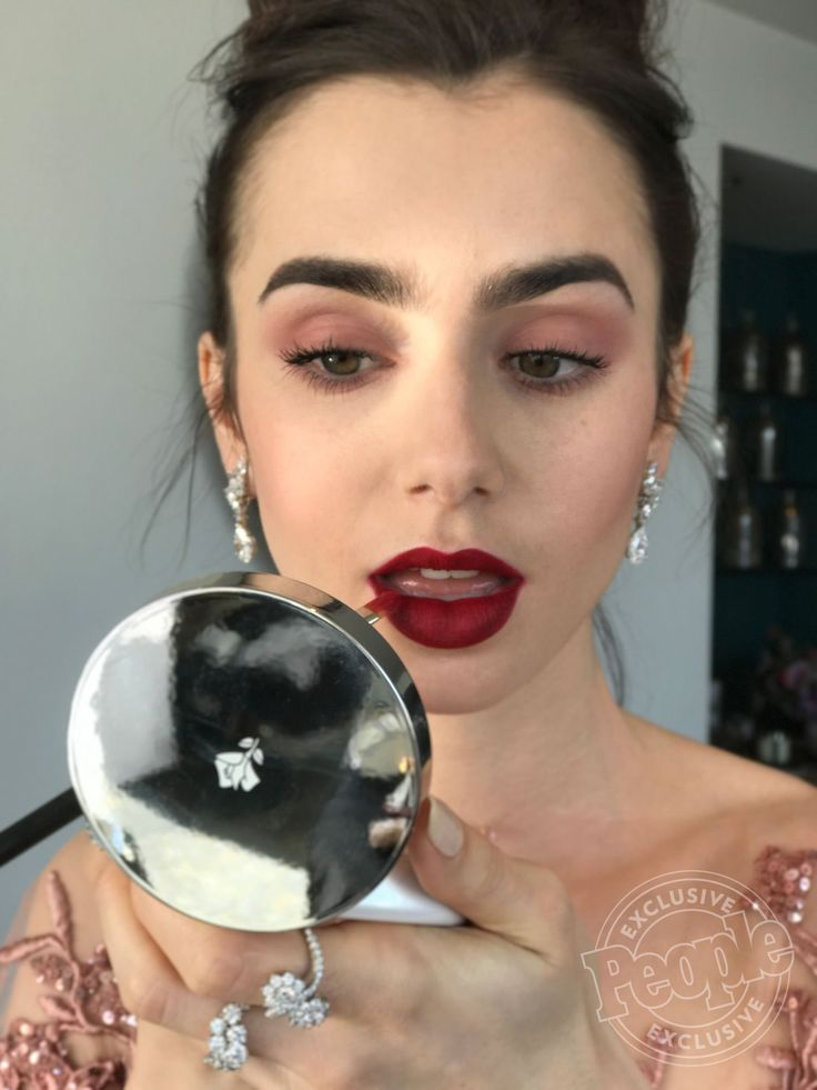 Lily Collins' Golden Globes Makeup: Get The Details