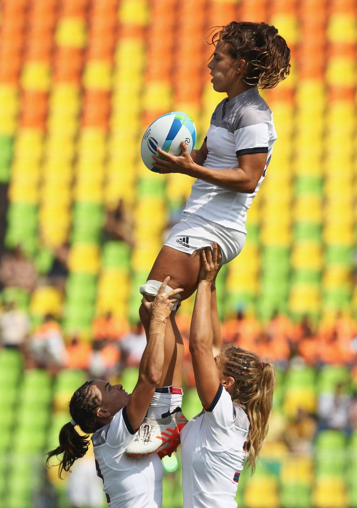 Elodie Guiglion of France catches the ball in a line out against New Zealand during the Women's Pool B rugby match on Day 2 of the Rio 2016 Olympic Games at Deodoro Stadium on August 7, 2016 in Rio de Janeiro, Brazil.