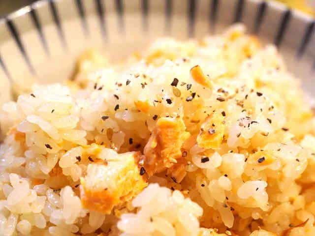 激旨!鮭のニンニクバター醤油炊き込みご飯の画像