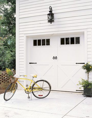 These carriage #style garage #doors are a vintage look! (Via @Country Living Magazine) #Decor