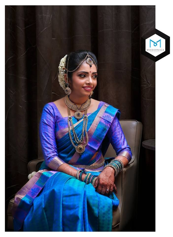 Traditional Southern Indian bride wearing bridal silk saree, jewellery and hairstyle. Temple jewelry. Jhumkis. Silk kanchipuram sari. Braid with fresh flowers. Tamil bride. Telugu bride. Kannada bride. Hindu bride. Malaya lee bride. #IndianBridalMakeup #IndianBridalFashion #maangtikka