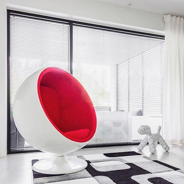 Punainen pilkahdus modernissa Lammi-Kivitalossa #lammikivitalo #koti #home #moderni #sisustus #arkkitehtuuri #lammikivitalot www.lammi-kivitalot.fi