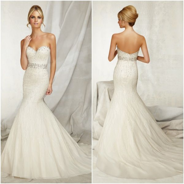 A new take on the sweetheart neckline with wedding dresses for Wedding dress heart shaped neckline