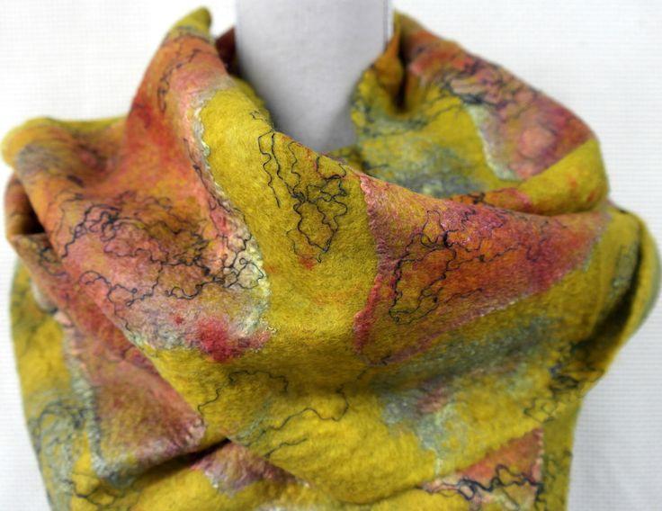 Nuno felt sjaal voor dames. Geel groene zijde wol vilt shawl met rode details. door GitaKalishoek op Etsy https://www.etsy.com/nl/listing/450286170/nuno-felt-sjaal-voor-dames-geel-groene