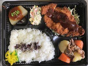 平成29年3月3日(金)ランチメニュー:カツレツ/肉じゃが/大根田楽/カニカマサラダ