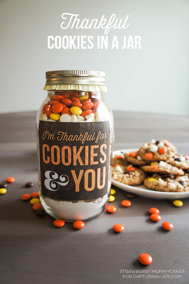 Tell someone 'Thank You' with theseThankful Cookies in a Jar Mix with free printables!