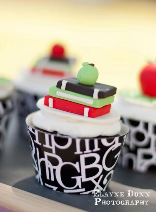 book cupcakes- how fun and cute. These would be great for a baby shower where they gave books.