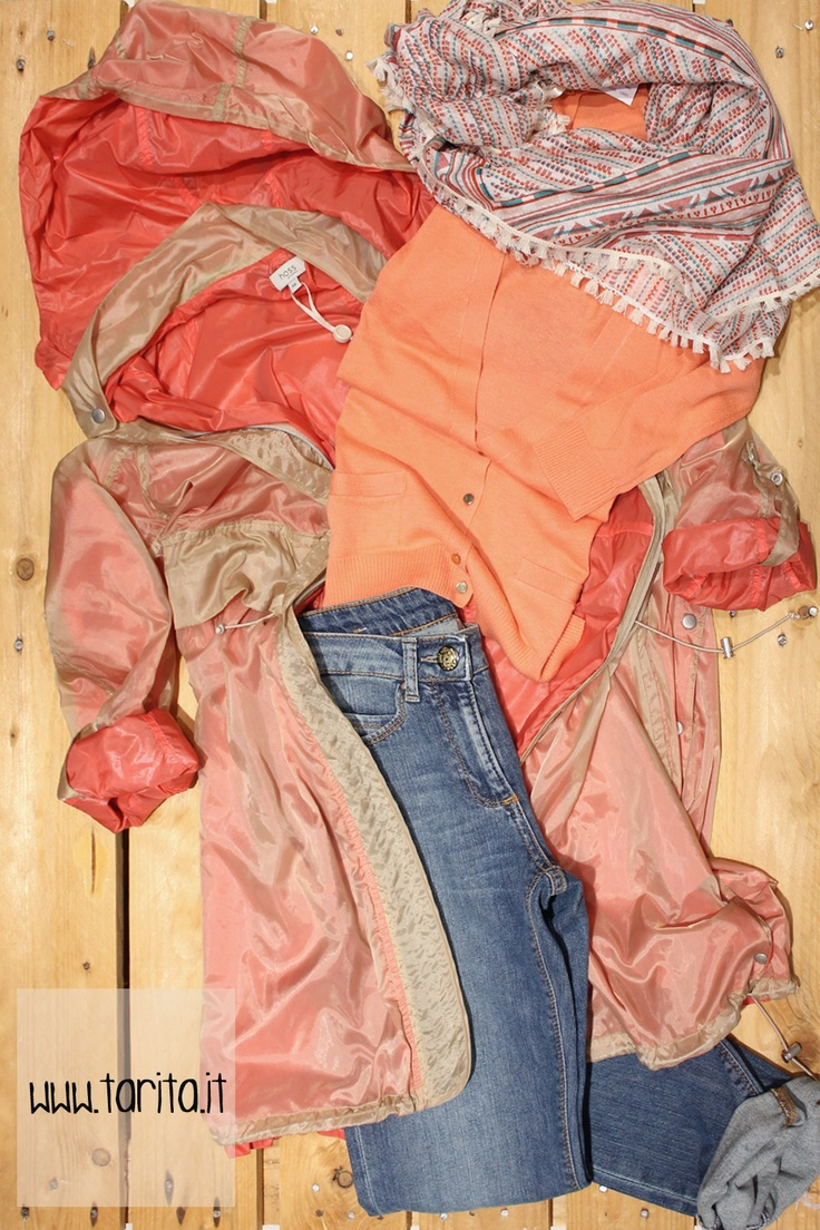 Tarita Look 17. Neon Orange raincoat, Hoss Intropia + peach cotton cardigan, Hoss Intropia + slim fit jeans, Mash Queen + printed scarf, Sessùn.