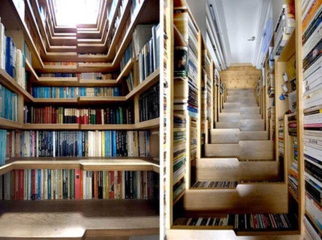 Om du har bor trångt men ändå har en trappa – ta vara på trappans utrymme! Du kan få in en hal bokhylla genom att bygga hyllor i trappan