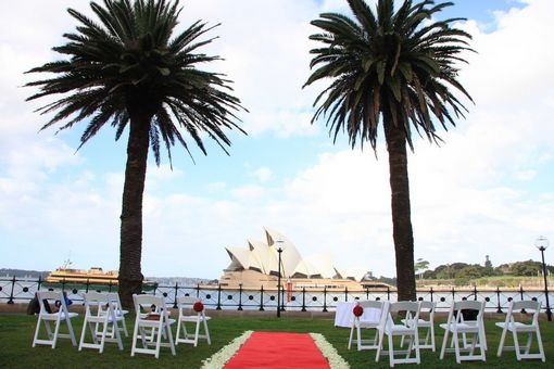 Hickson Road Reserve, The Rocks. Sydney, NSW Australia #sydneywedding #weddingideas #ceremonylocation