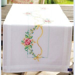 Garland with Roses: tafelloper in kruissteek te borduren, voorgedrukt borduurpakket