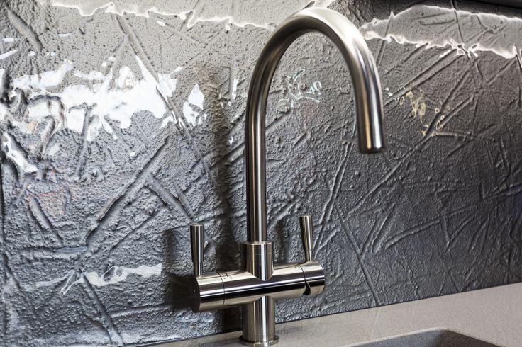 Handles: TWIN Appliances: NEFF/FRANKE Worktop: Silestone - SILVER NUBE Sink:Blanco - Splashback: Decoglaze - DECOKILN textured glass in the DECOLUXE glitter finish MYRRH