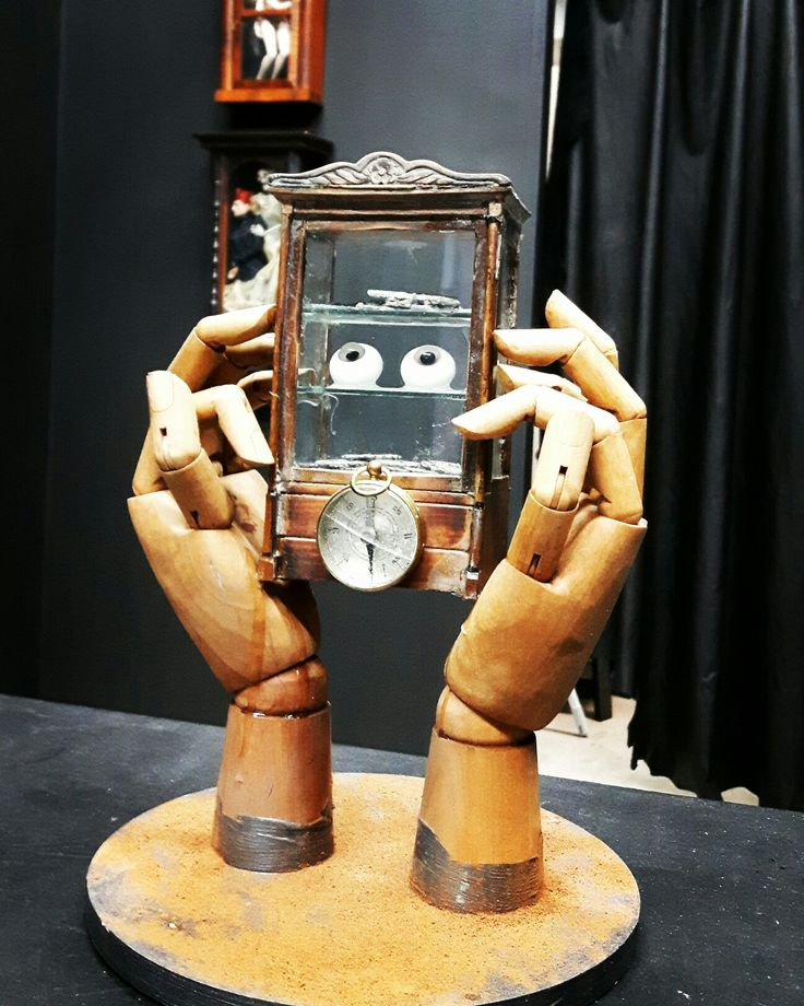 The eyes of the beholder, 2014 (wood, glass, keys, clockparts, paperweight eyes, compass, ground cinnamon) #nilsharning