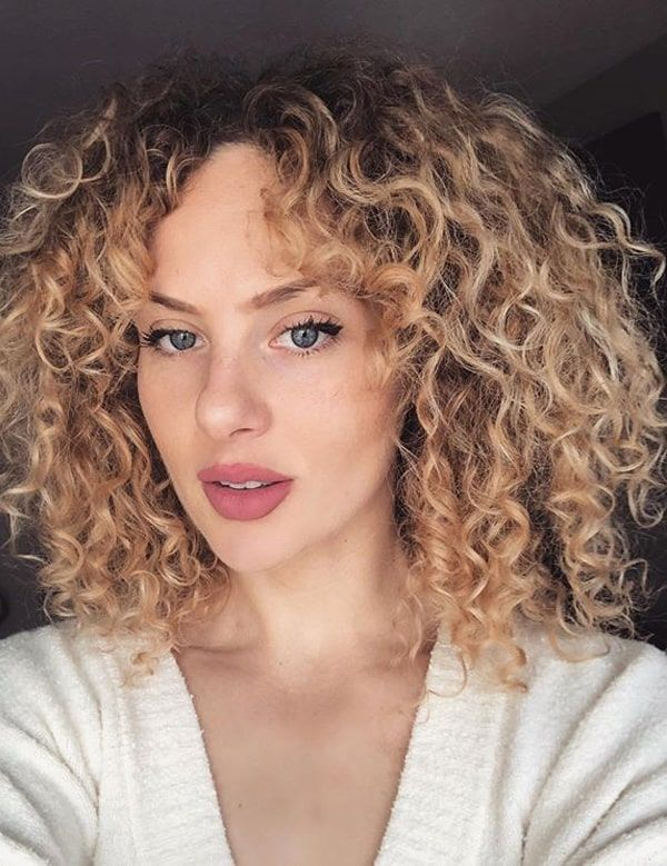 Gorgeous Naturally Curly Hairstyles To Show Off In 2020 Curly