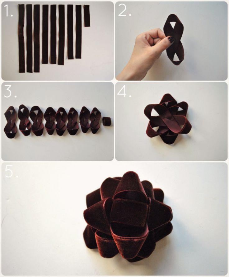DIY beautiful velvet Christmas bow!
