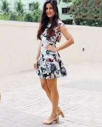 Katrina Kaif To Wear Florals For Monsoon! - Mijaaj