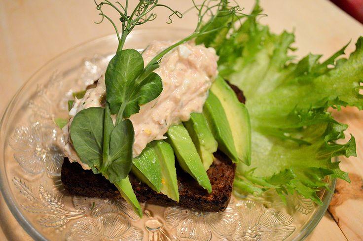 Tonnikala ja avokado sopivat täydellisesti yhteen. Lempeitä makuja ja terveellisiä rasvoja.
