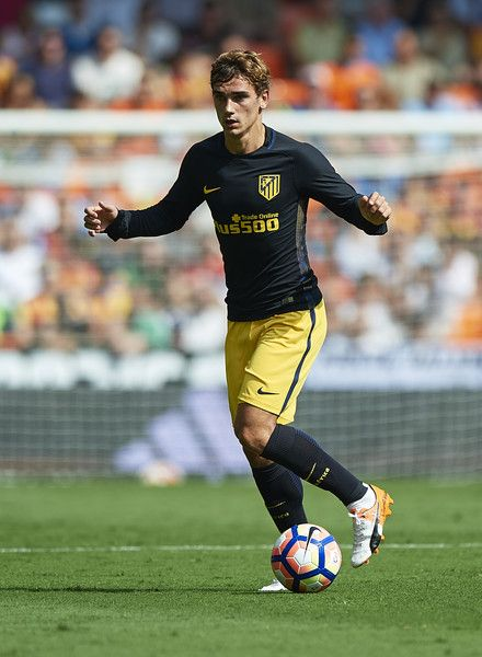 Antoine Griezmann of Atletico de Madrid runs with the ball during the La Liga match between Valencia CF and Atletico de Madrid at Mestalla Stadium on October 02, 2016 in Valencia, Spain.