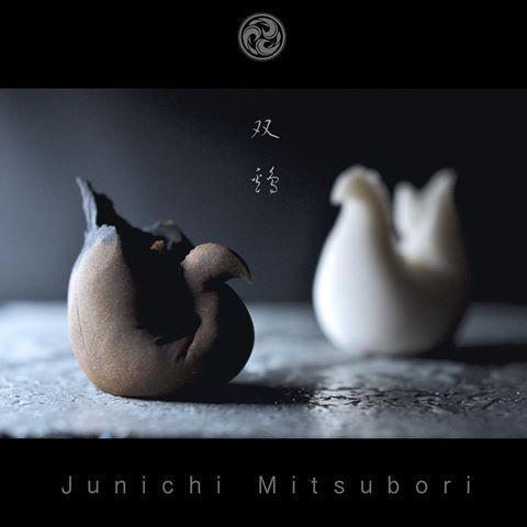 "#JunichiMitsubori #wagashi #kadou #Sweets #Artist #Japanese #Confectionery #works #instaphoto #instasweets 一日一菓 「 #双鶏 」 #煉切 製 wagashi of the day "" #pollo #Doppia "" #和菓子 #neriki"
