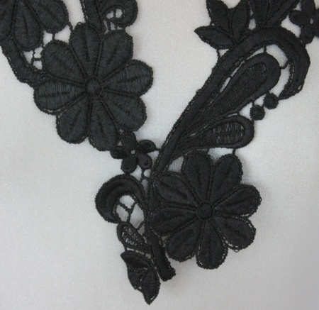 Lace necklace, http://epla.no/handlaget/produkter/514985/
