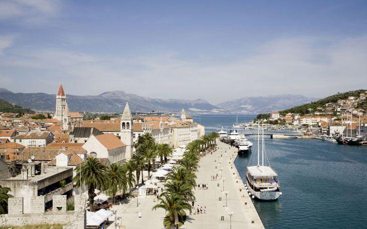 Smukke Kroaten - her kan du gå en aftentur og nyde de smukke gamle bygninger. Du kan læse mere her: www.apollorejser.dk/rejser/europa/kroatien