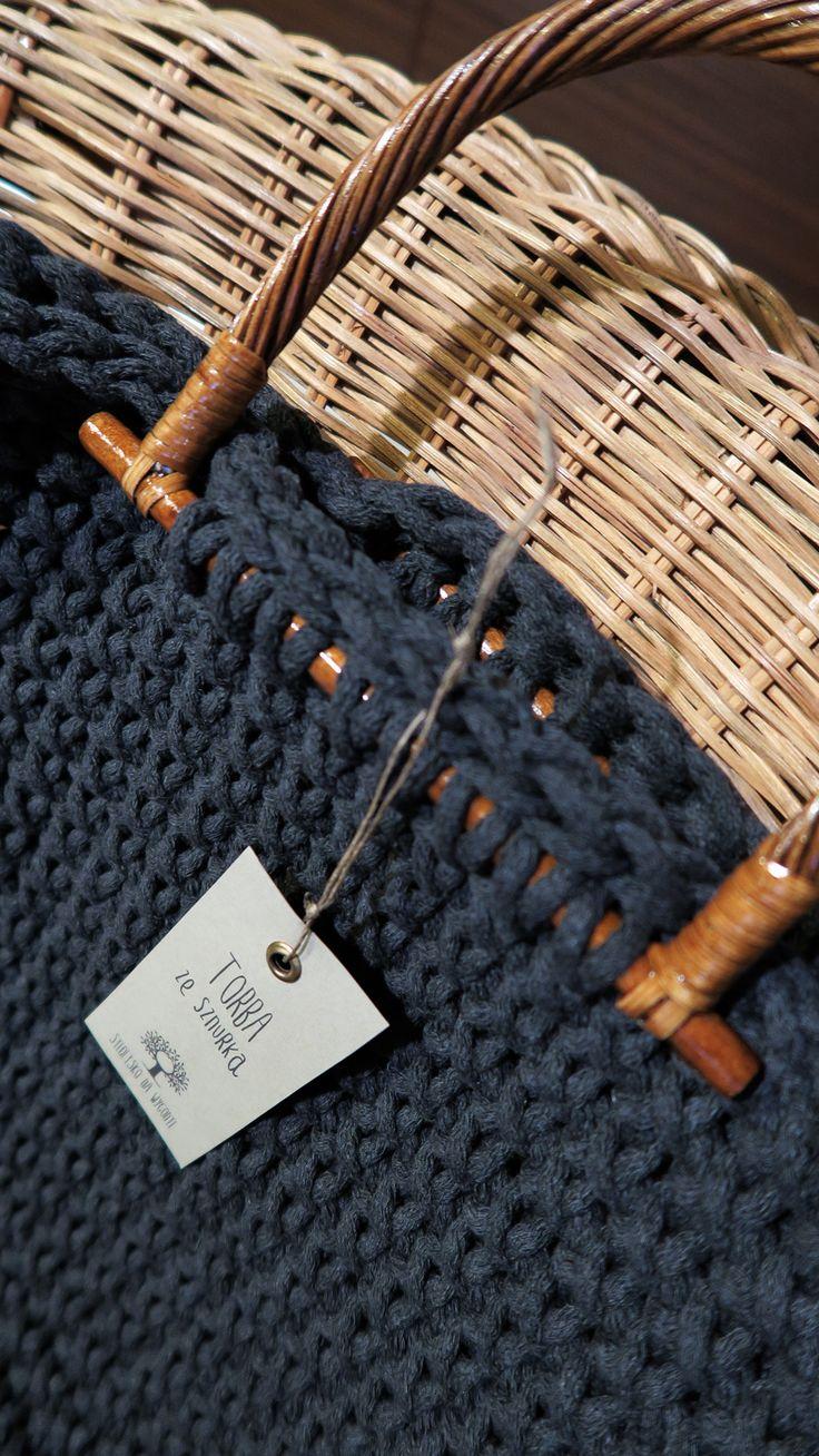 Duża, lekka, pojemna torba do ręki zrobiona ręcznie na szydełku. Sznurek bawełniany w kolorze grafitowym. #torba #rękodzieło #szydełkowane #naszydełku #szydełko #manufaktura #szary #grafitowy #siedliskonawygonie #bag #crochet #crochetbag #handmade #diy #grey #darkgrey #handmadebag