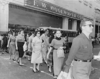 "F. W. Woolworth shop . Galiano and San Rafael Streets. Los cubanos la llamaban ""tencent"""