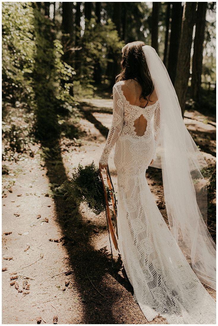 8936 Vivienne Justin Alexander 8936 Elegant Crepe Wedding Dress With Long Fitted Slee Cowl Back Wedding Dress Sleek Wedding Dress Wedding Dress Silhouette [ 1800 x 1200 Pixel ]