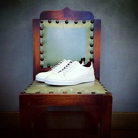 Monday is a new page of your week! Write it in a white sneaker! #weardis #totalwhite #sneakers #madetoorder #madeinitaly #ootd #colors #notjustalabel #italianstyle #newtrends #manshoes #manstyle #original #vintage #vintagestyle