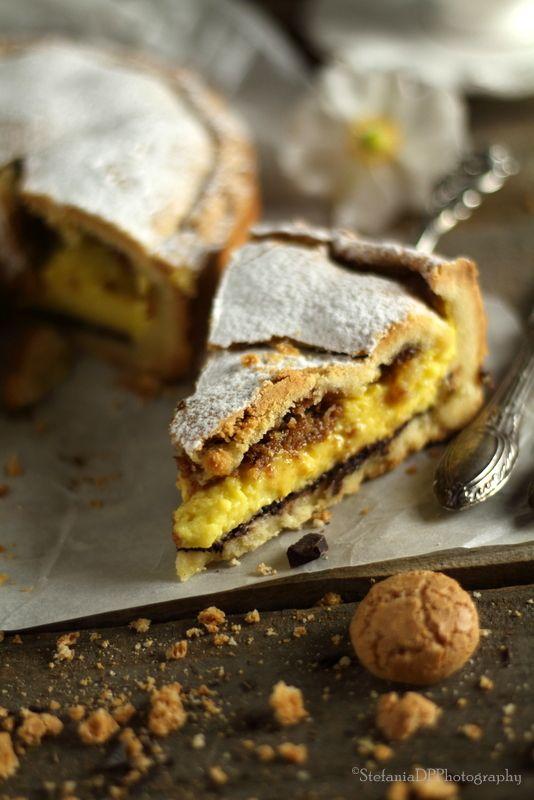 Crostata con crema e amaretti