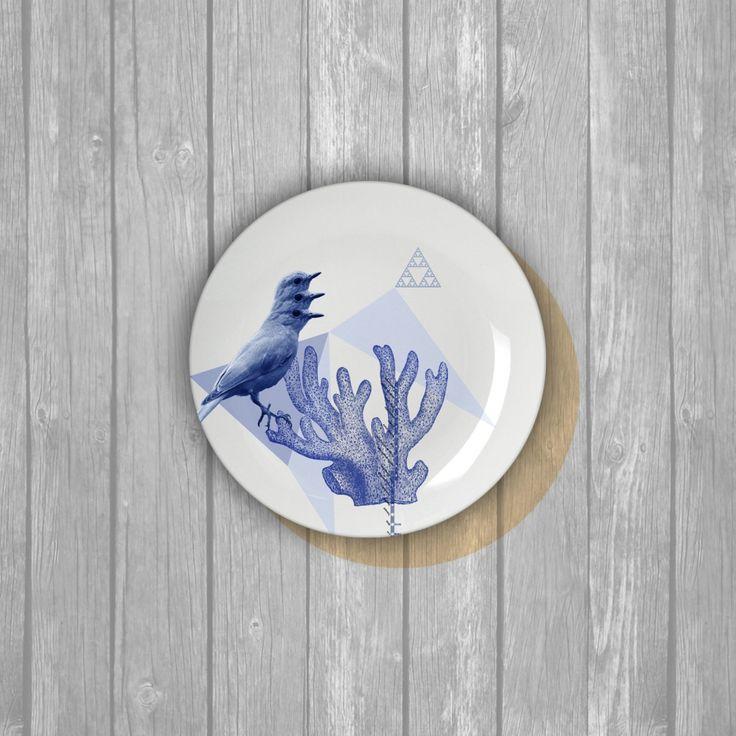 Piatto d'artista in porcellana, da collezione. Edizione limitata Artwork #7 Uccello blu di città Angela Sottile, 2016  Tiratura limitata 20 esemplari