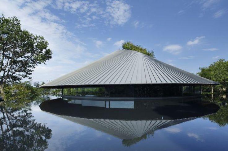 Sayama Lakeside Cemetery Community Hall  / Hiroshi Nakamura & NAP