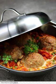 Składniki na 4 porcje: * 500 g pieczarek * 1 papry… na Stylowi.pl