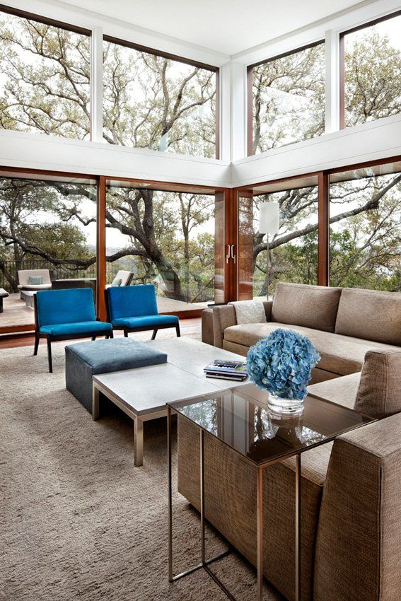 Decoration: Living Room Corner Dsign Ideas With Luxurious Creame Soffa Also Blue Navy Sofa Chair White Blue Coffee Table With Chrome Legs And Glasss Sidetable Plus Grey Area Rugs Design Idea: Dissolving Restrictions : Residence Surrounded by Trees in Austin, Texas