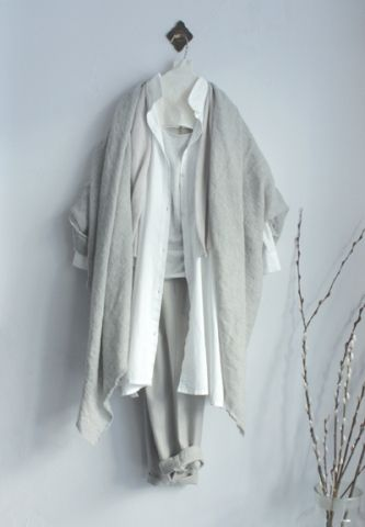diary / evam eva|garment dyeing square tunic / off white hemp vest / antique white cotton cashmere sleeveless / light gray linen cashmere square stole / light gray swelling wool tuck pants / grege