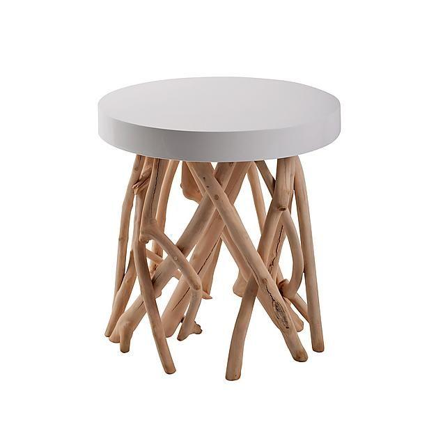 Deze bijzettafel van Zuiver is gespoten met witte lak. De witte lak zorgt voor een hoogglans op de tafel. Verder heeft de tafel een boomwortelen voet. De voet is gemaakt van mango wood.  Afmeting (Øxh): 45x45 cm. EUR 169