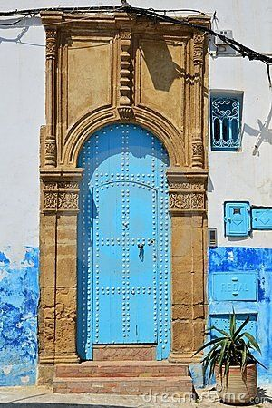 blue-moroccan-door-: Moroccan Blue, Interesting Doorway, Doors Window, Blue Doors, Beautiful Doorway, Blue Moroccan, Moroccan Doors, Archway, Defin Doorway