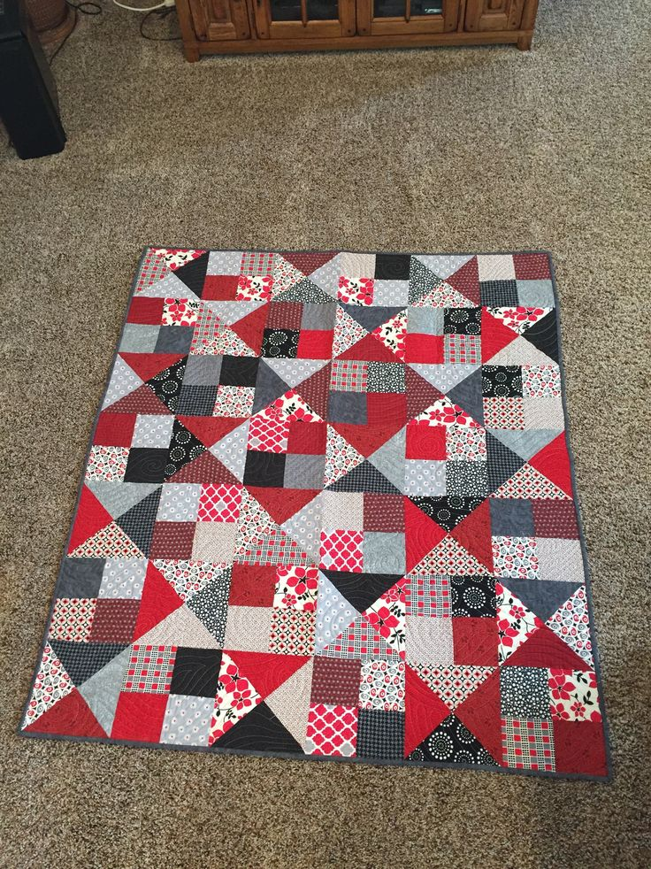 Alter Ego quilt made using Missouri Star Quilt Company tutorial. WSU Cougars colors