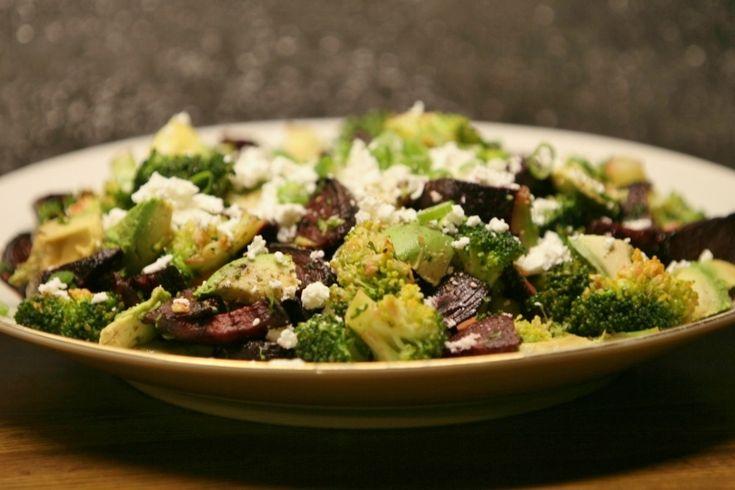 broccoli en rode biet met avocado en feta   Karola's Kitchen Food ...