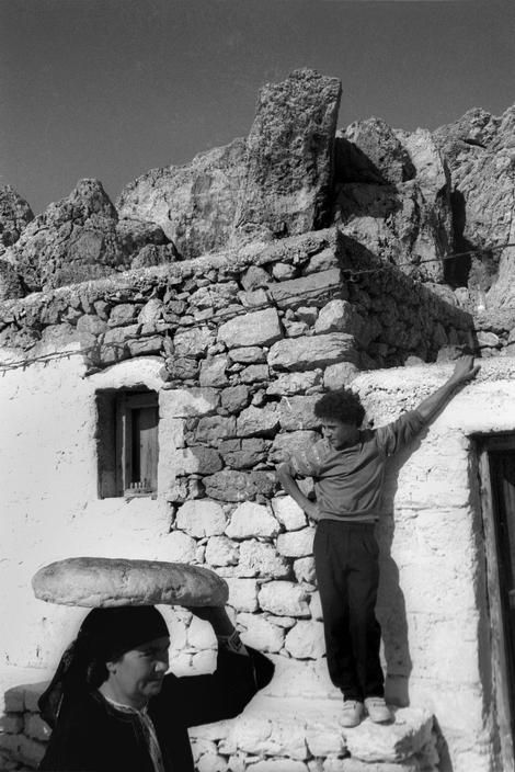 Nikos Economopoulos - Village of Olympos. Woman carrying her bread she has baked in a communal oven. GREECE. 1989.
