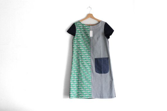 This is a smart pullover dress, made from cotton and linen fabrics. It combines a fun carps print with a stripy side, back is made from navy linen. This dress is extremely fresh. Ideal for summer muggy days. Features short sleeves, boat neck and one contrasting patch pocket. Care: machine wash 30°C, tumble low, line to dry. Ironing required. **This item is ready to ship. Only one available** Size S Bust: 83-86 cm. (33-34) Waist: 64-67cm. (25-26) Hips: 90 cm. (35) Total dress length from…