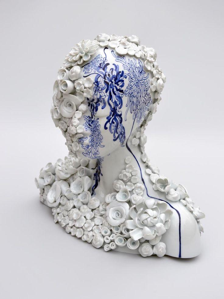 Juliette CLOVIS, Dahlia Akita, 35 x 33 x 22 cm, porcelaine de Limoges