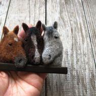Babbi様ご予約の品 子馬のブローチの画像